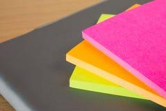 纸笔记颜色块  免版税库存照片