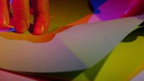 纸艺术与origami的 特写镜头 股票录像