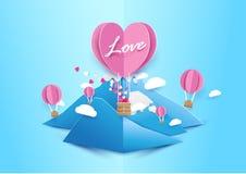 纸艺术样式心脏形状迅速增加与云彩的飞行 库存图片