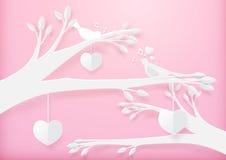 纸艺术逗人喜爱的心脏流动垂悬与分支和夫妇鸟 免版税库存照片