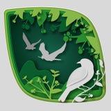纸艺术雕刻对在树枝的鸟在森林里在晚上, origami概念自然 免版税图库摄影