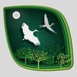 纸艺术雕刻对在树枝的鸟在森林里在晚上, origami概念自然 库存照片
