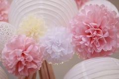 纸花和中国灯笼 免版税库存图片