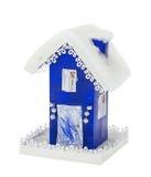 纸蓝色圣诞节房子盖了雪 免版税库存照片