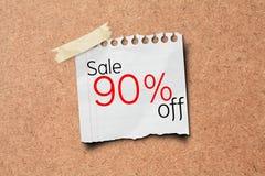 纸过帐促销销售额的90个董事会黄柏 免版税库存照片
