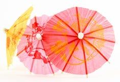 纸遮阳伞变粉红色黄色 免版税库存图片