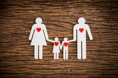 纸链象征家庭和红色的心脏 库存图片