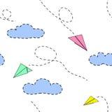 纸飞机和云彩 能用为孩子 模式无缝的向量 免版税库存照片