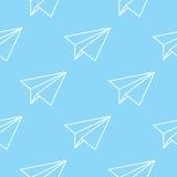 纸飞行无缝的样式 重复与纸飞机的抽象背景 图库摄影
