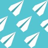 纸飞行无缝的样式 重复与纸飞机的抽象背景 库存图片