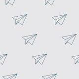 纸飞行无缝的样式 重复与纸飞机的抽象背景 免版税库存照片