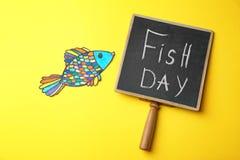 纸鱼和黑板有词组的 库存图片