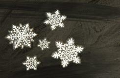 贴纸,在黑色的圣诞节装饰 水平 免版税库存图片