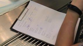 纸,笔记被做的剪贴板 股票视频
