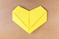 纸黄色心脏 库存图片