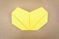 纸黄色心脏 免版税库存照片