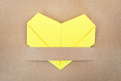 纸黄色心脏 图库摄影