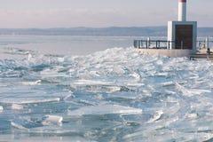 纹理冰表面,破裂冰漂浮 图库摄影
