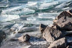 纹理冰表面,破裂冰漂浮 免版税图库摄影