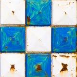 纹理生锈的白色和蓝色正方形 免版税库存图片