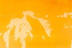 纹理背景的抽象老黄色难看的东西水泥墙壁 库存照片