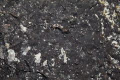 纹理黑暗的粗砺的石头 黑暗的自然本底 免版税库存照片