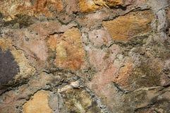 纹理 破裂和被风化的自然石背景 免版税库存照片