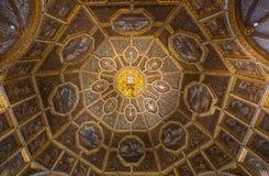 纹章霍尔,辛特拉全国宫殿  免版税库存照片