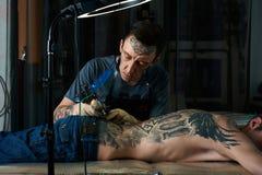 纹身花刺艺术家创造纹身花刺设计  库存照片