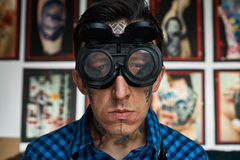 纹身花刺艺术家画象焊工玻璃的 库存图片