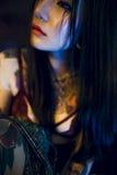 纹身花刺诱人的性感的青少年的女孩时髦青年概念 库存图片