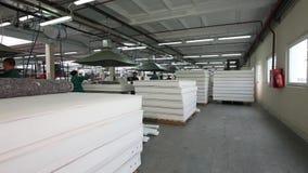 纺织品工厂,纺织工业,翘曲的机器,棉花螺纹,布料制造业,缝纫机,纺织品 股票录像