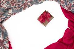 纺织品的装饰装饰的框架 妇女` s围巾红色形象英国旗子 免版税库存照片