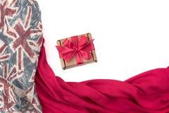 纺织品的装饰装饰的框架 妇女` s围巾红色形象英国旗子 免版税库存图片