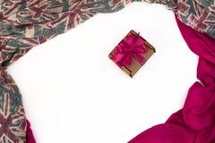 纺织品的装饰装饰的框架 妇女` s围巾红色形象英国旗子 库存图片