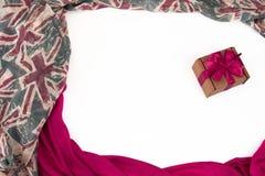 纺织品的装饰装饰的框架 妇女` s围巾红色形象英国旗子 免版税图库摄影