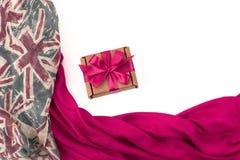 纺织品的装饰装饰的框架 妇女` s围巾红色形象英国旗子 图库摄影