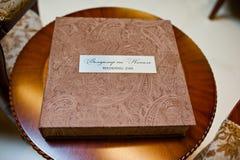 纺织品婚礼照片书 免版税图库摄影