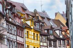 纽伦堡,与半木料半灰泥的房子的Franconia城市街道在巴伐利亚 免版税图库摄影