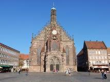 纽伦堡, Frauenkirche -在砖晚哥特式建筑建造的宽容霍尔教会,德国 免版税库存图片