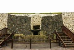 纽格莱奇墓巨石坟茔,最大在爱尔兰位于  免版税库存照片
