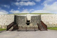纽格莱奇墓巨石段落坟茔3200 BC 库存图片