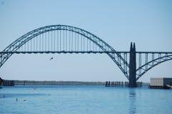 纽波特,俄勒冈` s历史的Yaquina海湾桥梁 库存图片