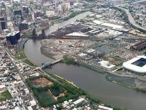 纽瓦克、新泽西和Passaic河鸟瞰图  库存照片