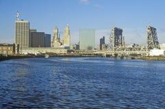 纽瓦克,从河的NJ地平线 库存照片