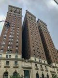 纽约、曼哈顿、美国- 7月、2018条街道、曼哈顿的大厦和人们 库存照片