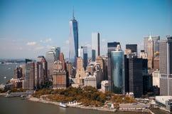 纽约。更低的曼哈顿地平线惊人的直升机视图  免版税图库摄影