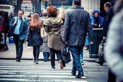 纽约与人的街场面 免版税库存照片