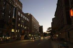纽约哈林在夜街道美国之前 库存图片