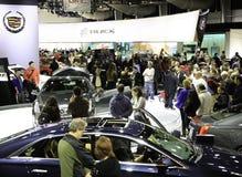 出席纽约国际车展的人们 库存照片